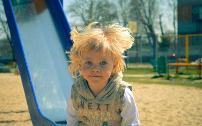 Comment inciter son enfant à jouer dehors ?