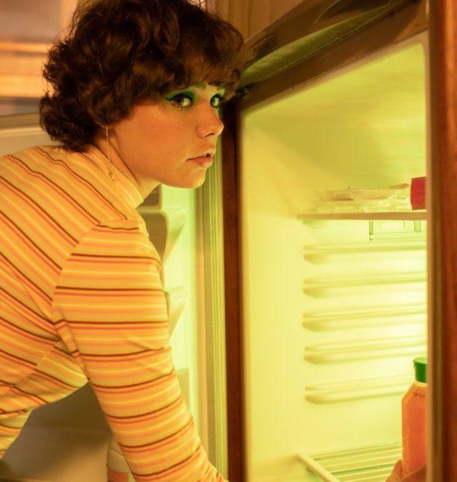 Etagères de réfrigérateur cassées, les étapes pour remplacer cette pièce détachée