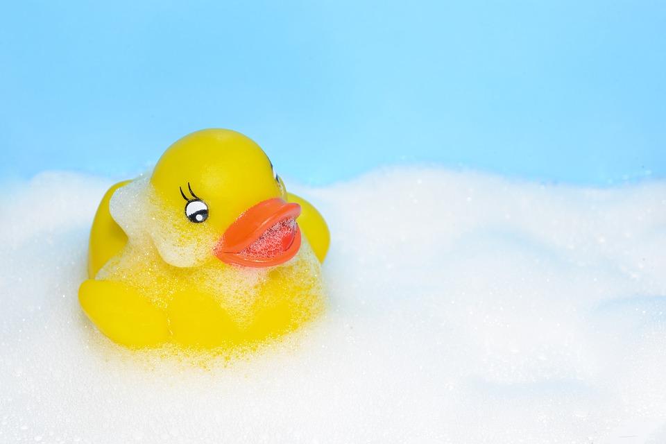 Attention aux canards de bain!